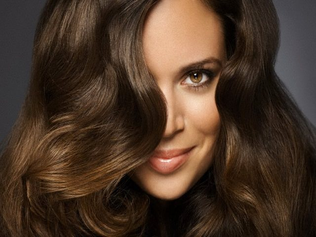 Уход за волосами в домашних условиях с применением шампуней и различных полезных компонентов, необходимых для чувствительной кожи головы