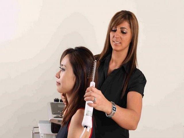 Наносим масло сухие волосы