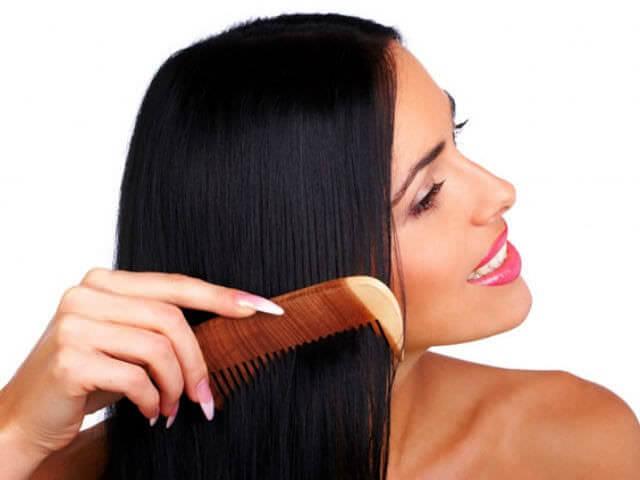 Расчёсывание волос с маслом