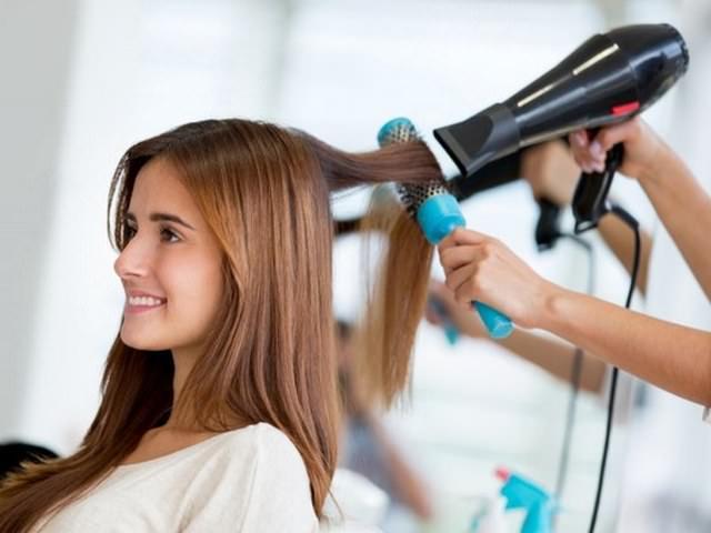 Укладка волос феном в парикмахерской
