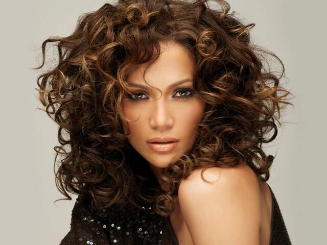 Как уложить кудрявые волосы средней длины в домашних условиях