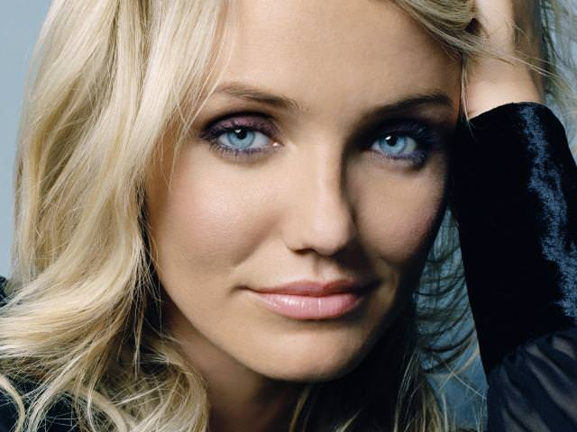 Какой цвет волос подойдет для голубых глаз