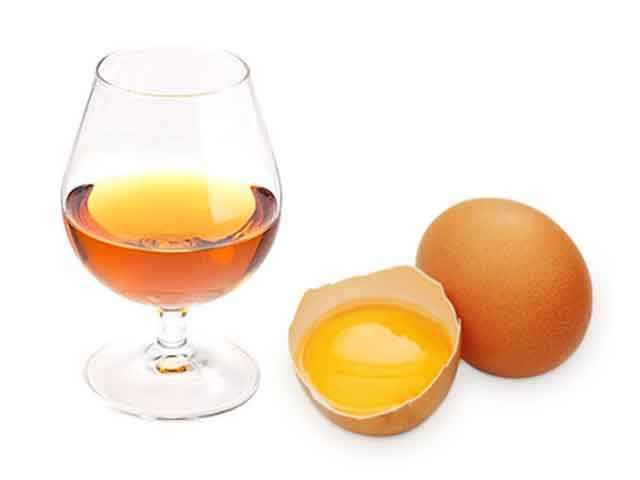 Яйцо и коньяк для маски для блеска волос