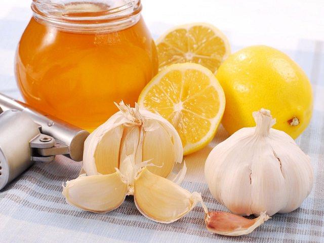 Чеснок, мед и лимон для маски против выпадения волос
