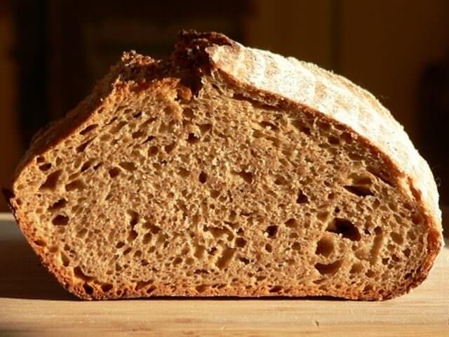 Хлеб из ржаной муки в разрезе