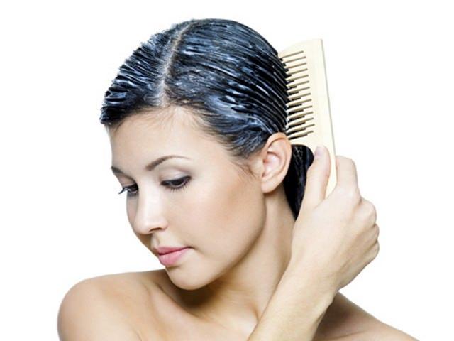 Равномерное распределние маски для волос гребнем