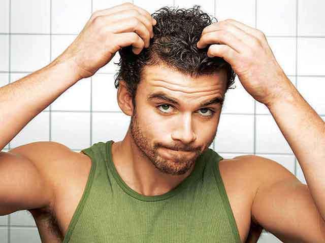 Почему мужчины рано лысеют?