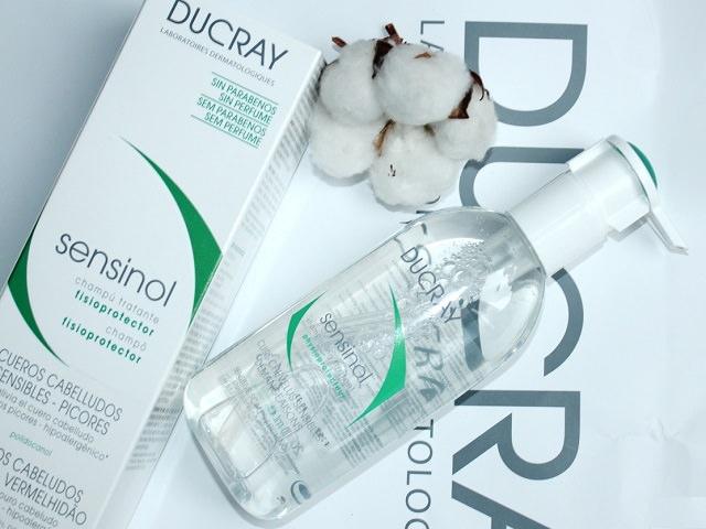 Упаковка и флакон шампуня Ducray