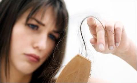 Почему сыпятся волосы у женщин что делать